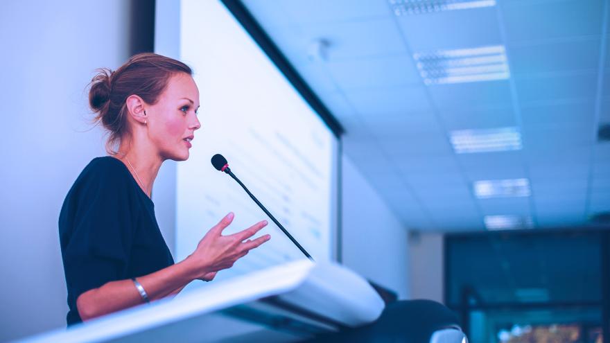 Entrevista com Trish Cotter apresentação de empresas para investidores e clientes