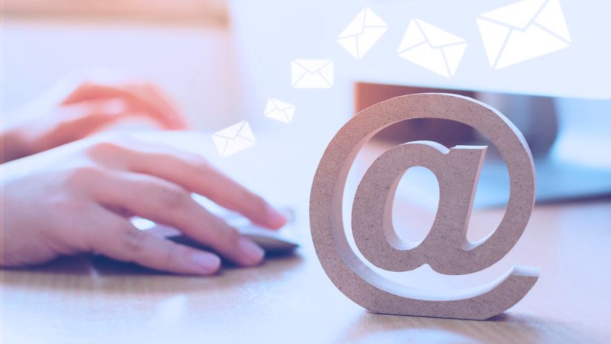 ao criar seu site, utilize um e-mail personalizado